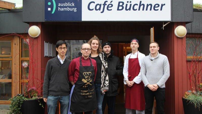 Wei-Lin Chang, Küchenchef Lars Staudinger, Pädagogin Lisa Scharffenberg und die drei Auszubildenden Jerome März, Pellé Weiss, Torben Dombert (v.l.n.r.).