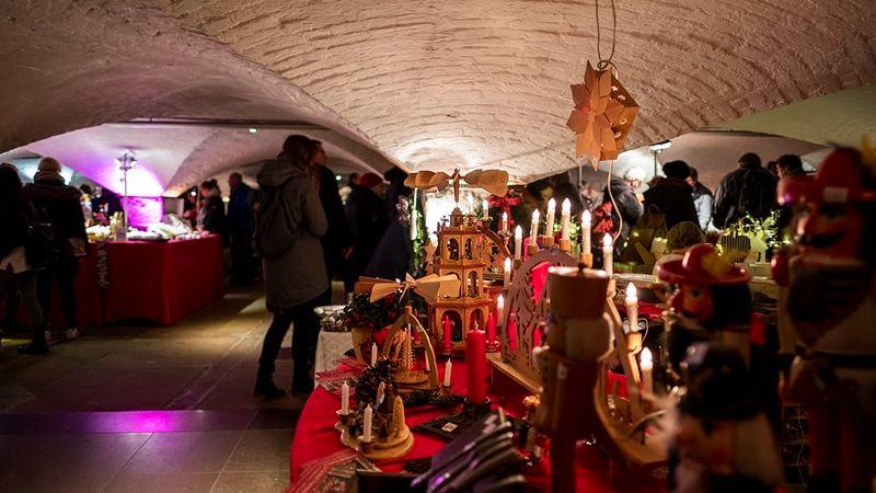 Weihnachtsmarkt in der Krypta des Hamburger Michels