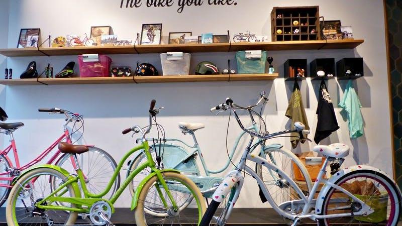 Im 'Electra' Store können Fahrräder aus Kalifornien erworben werden.