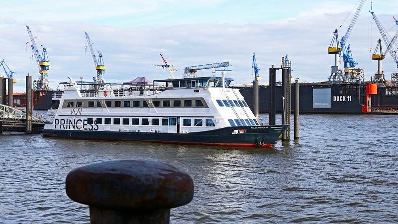 MS Princess im Hamburger Hafen