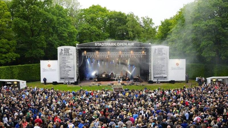Lotto King Karl auf der Stadtpark-Bühne