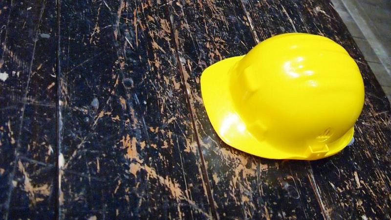 Gelber Bauhelm