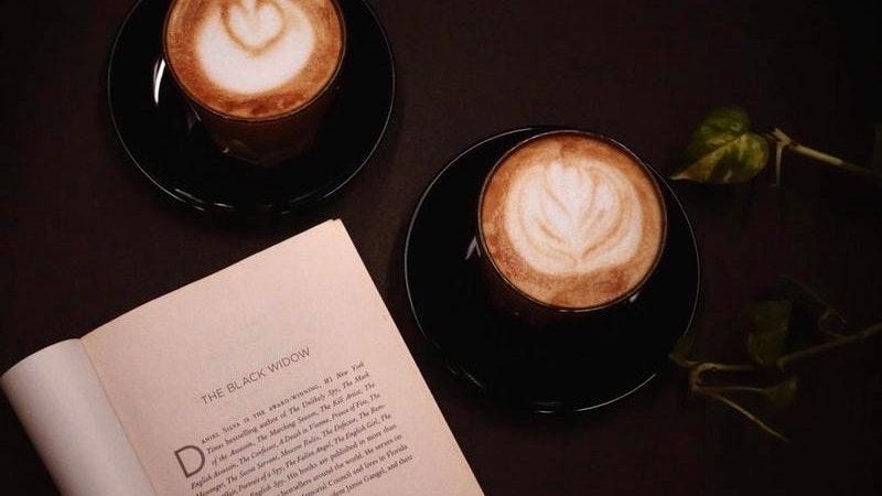 Schmidt & Schmidtchen, Kaffee, Buch, Café