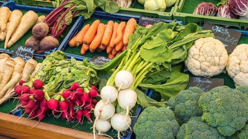 Gemüse auf Wochenmarkt