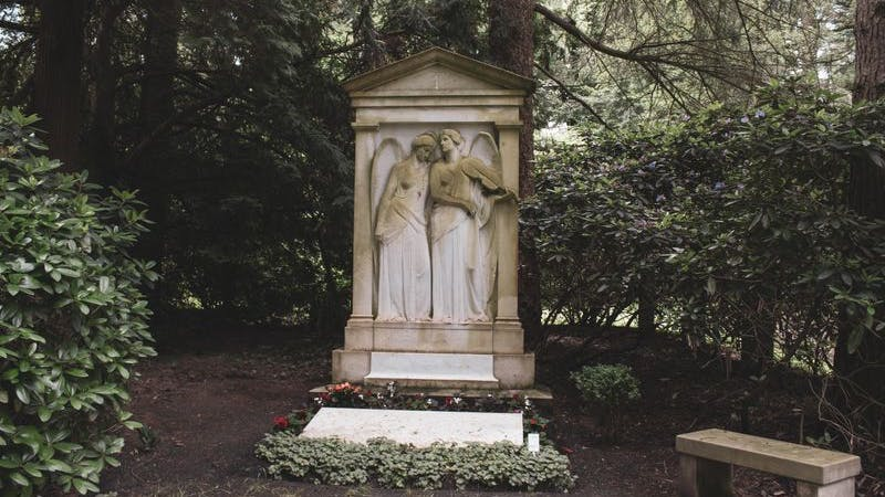Alter Grabstein im Ohlsdorfer Friedhof.