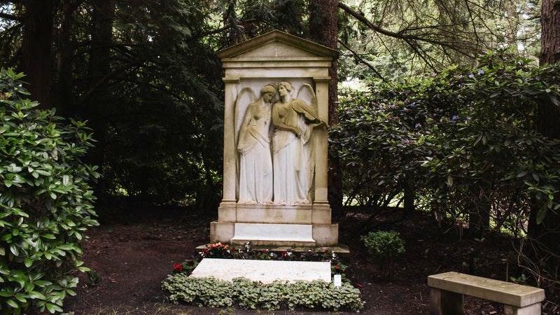 Alter Grabstein im Ohlsdorfer Friedhof.