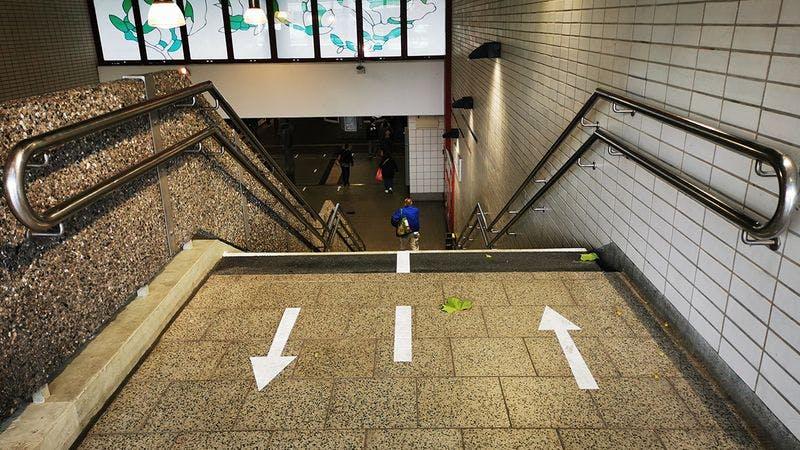 Markierungen an der U-Bahn-Station Hagenbecks Tierpark