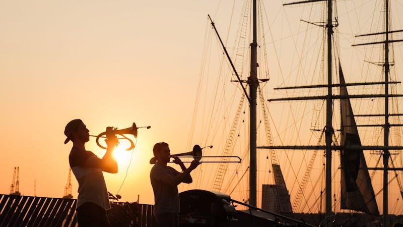 Mann, Trompete, Hafen, Musik