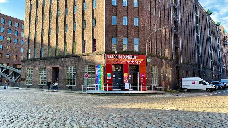 Dialog im Dunkeln Hamburg außen