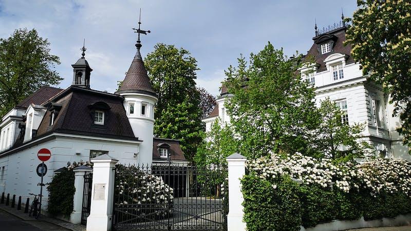 Blick auf Villa Beit von der Milchstraße aus