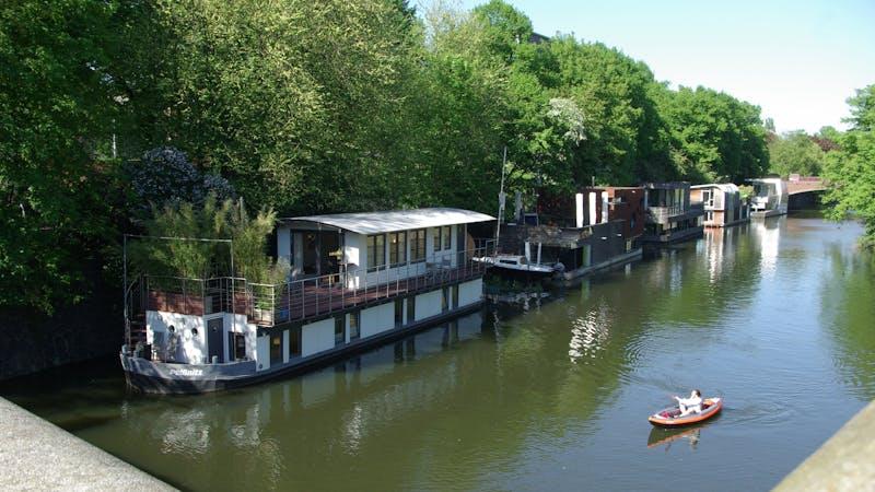 Hausboote auf dem Hamburger Eilbekkanal