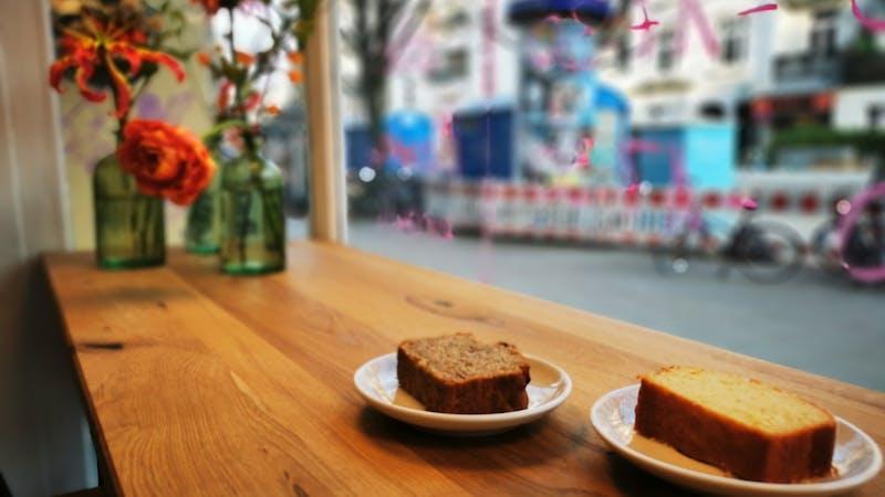 Zwei Stück Kuchen von ujote espresso