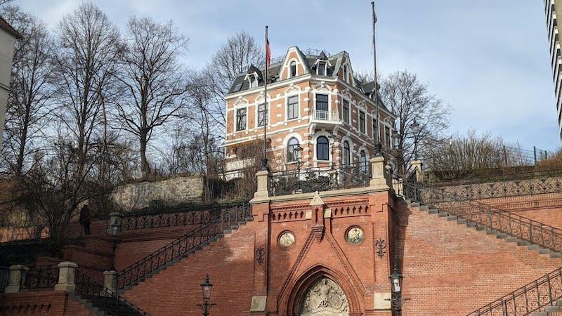 Wohnhaus oberhalb der Köhlbrandbrücke