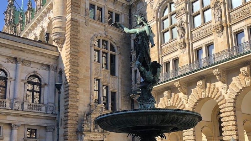 Hygieia-Brunnen im Innenhof vom Hamburger Rathaus