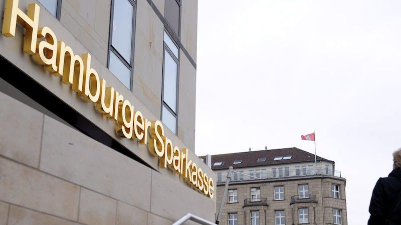 Hamburger Sparkasse Schriftzug an Gebäude